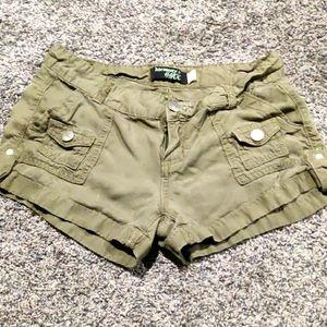 Army green thin cargo shorts